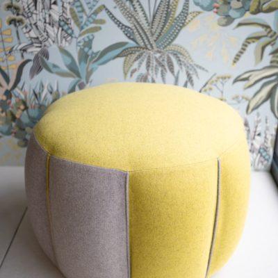 """Pouf """"wool Flowers"""" vente création Le Mans tapissier décoration"""
