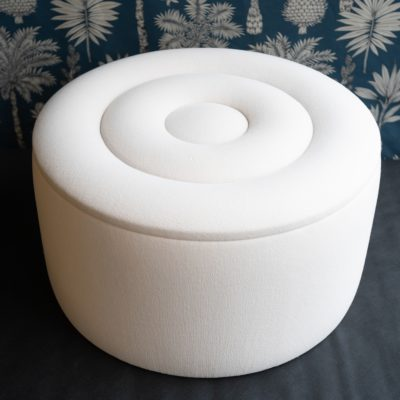 "Pouf ""swirl"" repose pied Le Mans Tapissier sellier"