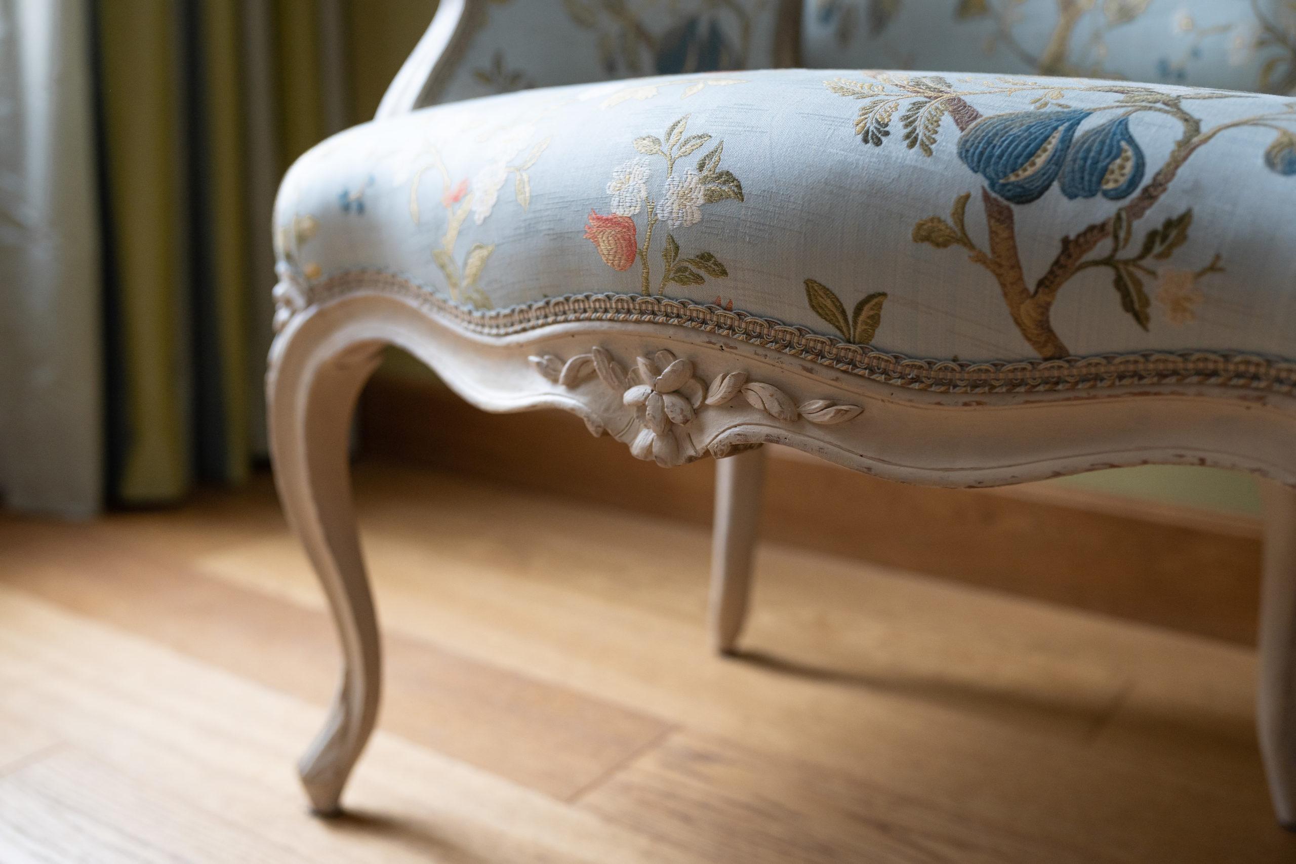 siége fauteuil tapissier Le Mans décoration tissu galon